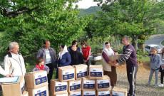 Myftinia Puke ndihmon me pako ushqimore disa banor ne fshatin Dedaj dhe Flet