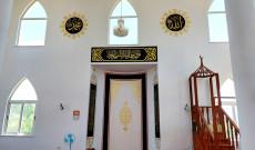 Xhamia Qerret zbukurohet me kaligrafin islame