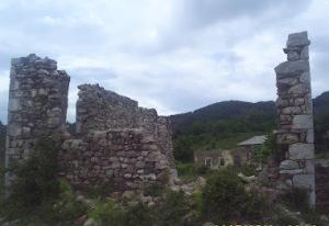 Pamje e xhamise se vjeter te fshatit Qerret.