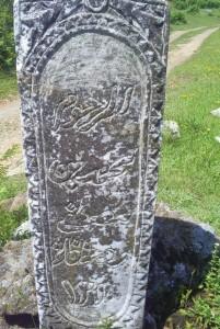 Foto e bere tek varrezat e myslimaneve ne Rrype.