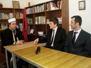 N/Kryetari i Komunitetit Mysliman z.Gazmend Aga i shoqeruar nga Drejtori i Kultures z.Genti Kruja gjate nje vizite ne Myftinine e rrethit te Pukes.