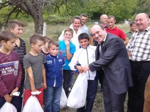 Nga shperndarja e mishit ne fshatin Kryezi 24.9.2015