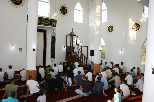 Falja e Kurban Bajramit, Xhamia e fshatit Qerret,Puke
