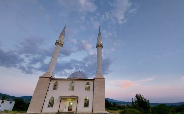 Xhamia e fshatit Qerret , Puke